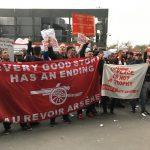 v リンカーン FAカップ サポーター 抗議 WENGER OUT