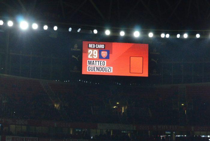 カラバオカップ v ブラックプール レッドカード マッテオ・グエンドウジ