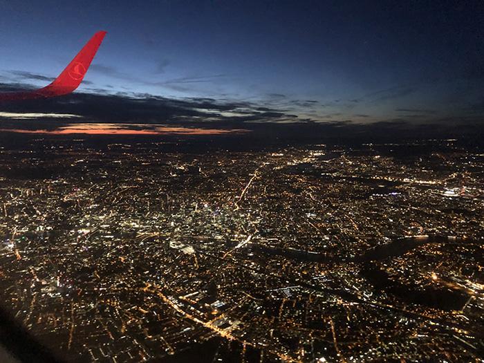 ロンドン 夜景 飛行機 ヒースロー空港 イミグレーション パスポートチェック