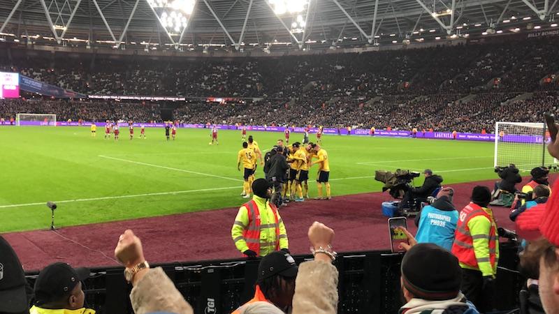 v ウェストハム ロンドン・オリンピック・スタジアム ゴール セレブレーション オーバメヤン