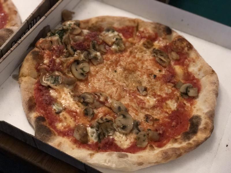 エミレーツへ行こう! ロンドン レストラン ピザ Il Piccolo Diavolo