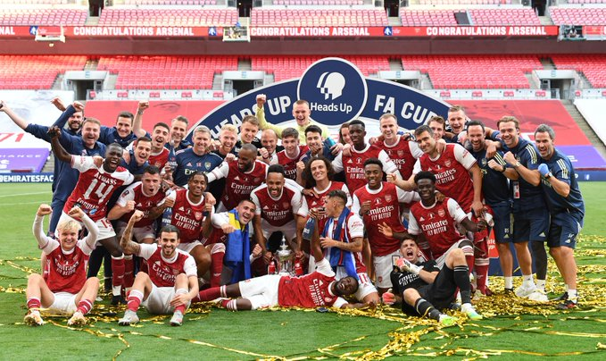 FAカップ決勝 v チェルシー 記念写真