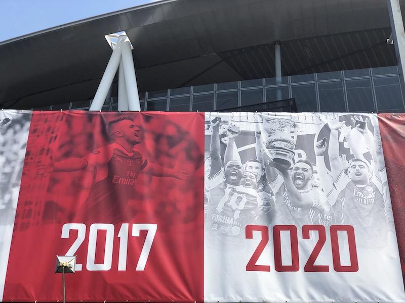 FAカップ 優勝 2020 エミレーツスタジアム FAカップ 優勝バナー 弾幕